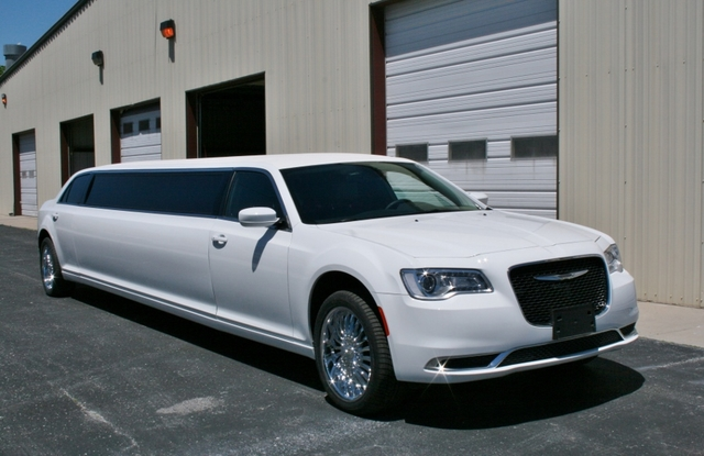 "140"" Chrysler 300"