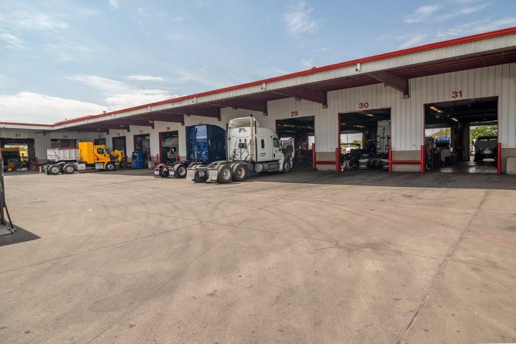 2018 Western Star 5700XE Sleeper - 16367201 - 36